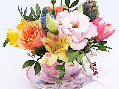 Aranjament floral in ceasca de portelan