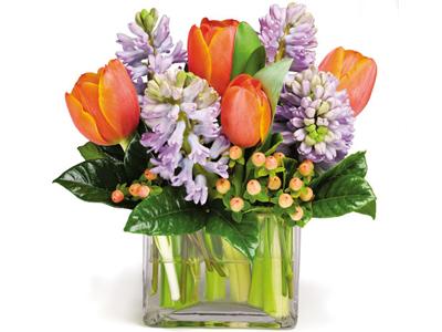 Aranjament flori primavara in cub de sticla
