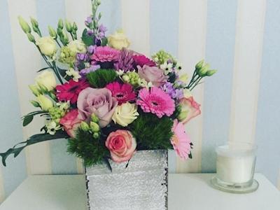Aranjament floral in cutie de lemn Romance